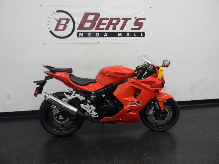 See more photos for this Hyosung GT250R, 2012 motorcycle listing
