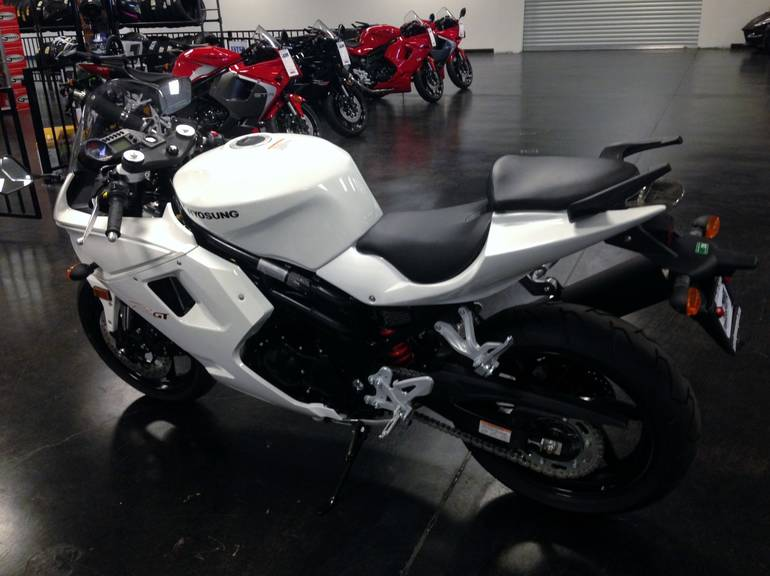See more photos for this Hyosung GT650R, 2015 motorcycle listing
