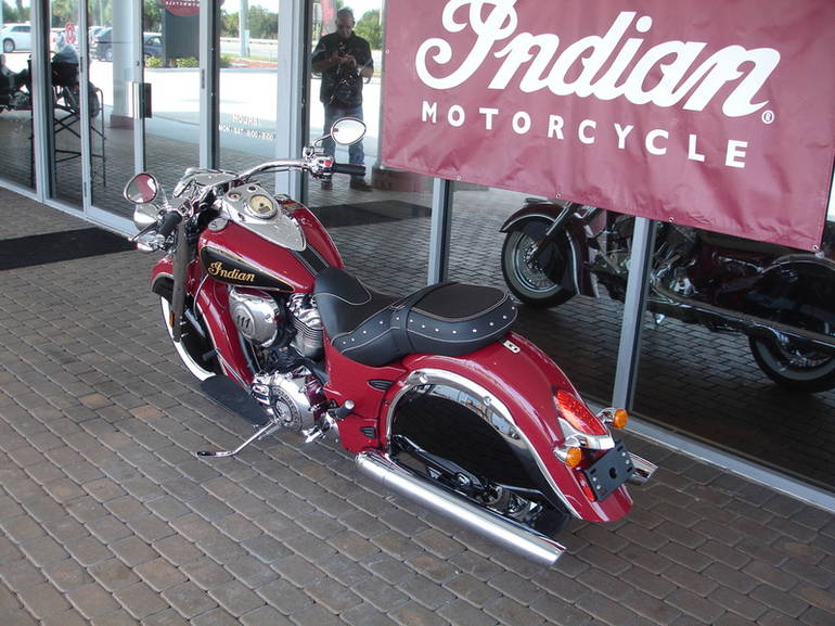 See more photos for this Indian Chief Classic Indian Red/Thunder Black, 2015 motorcycle listing