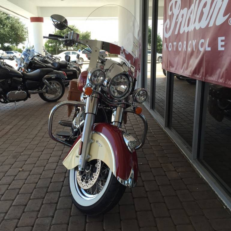 See more photos for this Indian Chief Vintage Indian Red / Ivory Cream, 2015 motorcycle listing