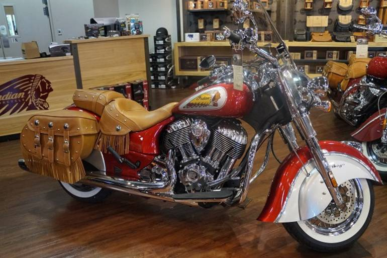 See more photos for this Indian Chief Vintage Red & Silver, 2015 motorcycle listing