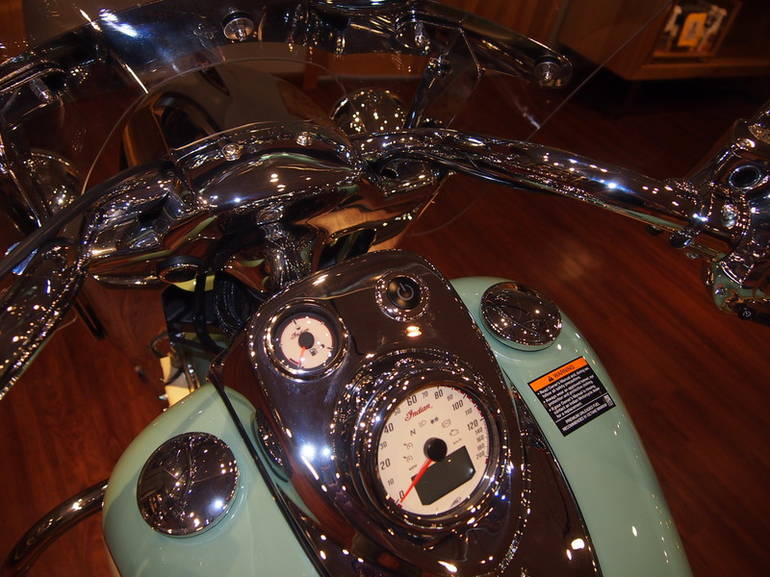 See more photos for this Indian Chief Vintage Willow Green/Ivory Cream, 2015 motorcycle listing