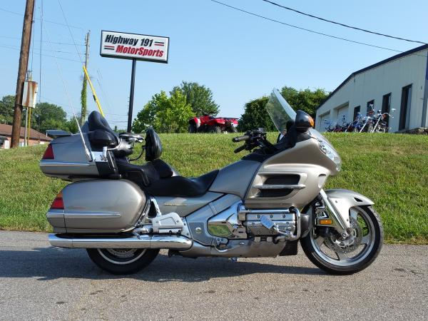 2002 Honda GL1800 GOLDWING, motorcycle listing