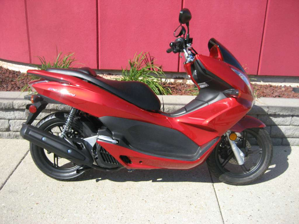 2013 honda pcx150 motorcycle from des plaines il today sale 2 999. Black Bedroom Furniture Sets. Home Design Ideas